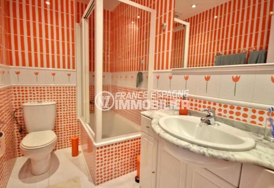 appartement à vendre rosas, 4 pièces 72 m², jolie salle d'eau avec douche et wc