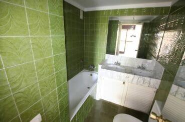 appartement à vendre costa brava, 5 pièces 95 m², 2° salle de bain avec baignoire et wc