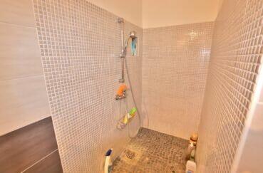 immocenter roses: villa 4 pièces 166 m², salle d'eau avec douche, wc séparé