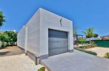 maison roses, villa 4 pièces 131 m², garage 18 m² et parking cour intérieur