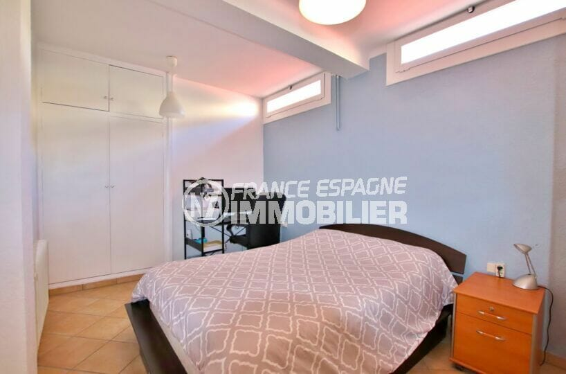 immo roses: villa  4 pièces 145 m², 3° chambre, penderie et plafonnier