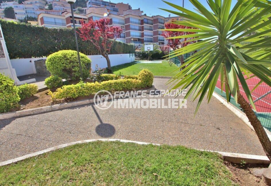 immocenter roses: appartement 5 pièces 95 m², résidence avec jardin, filet de basket