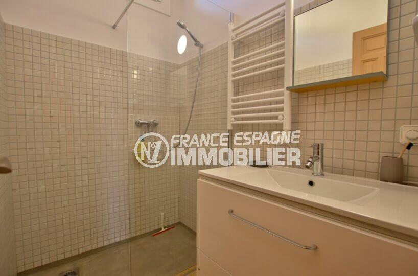 roses immobilier: villa  4 pièces 145 m², salle d'eau avec douche, wc, sèche-serviettes