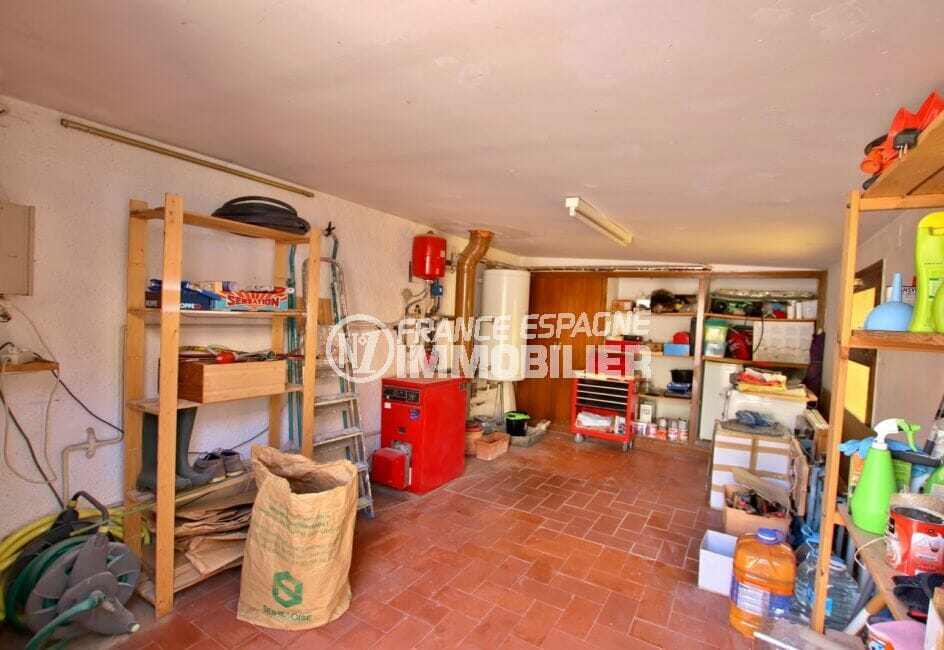achat villa espagne costa brava,  4 pièces 145 m², beau garage avec étagères pour rangements