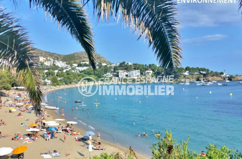 magnifique plage de canyelles petite bordée de collines