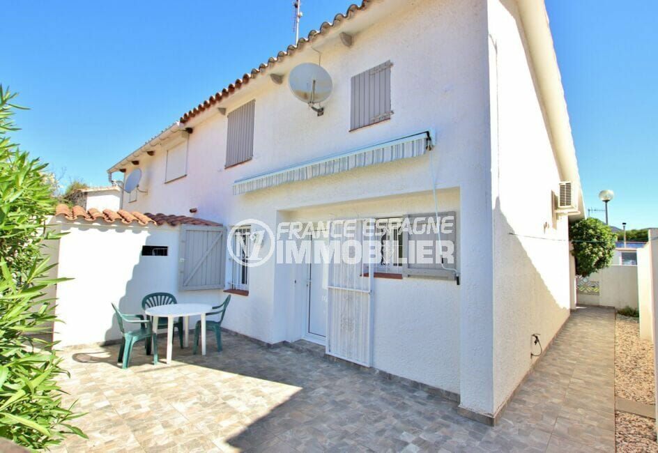 maison a vendre a rosas, 55 m² plage à 200m, terrasse et parking sur cour intérieure