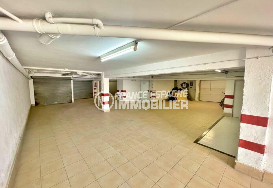 agence empuriabrava, parking-garage fermé 20 m², en sous sol avec électricité