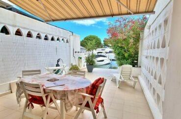 rosas immo: villa 89 m² avec amarre, terrasse solarium et parking sur cour intérieure