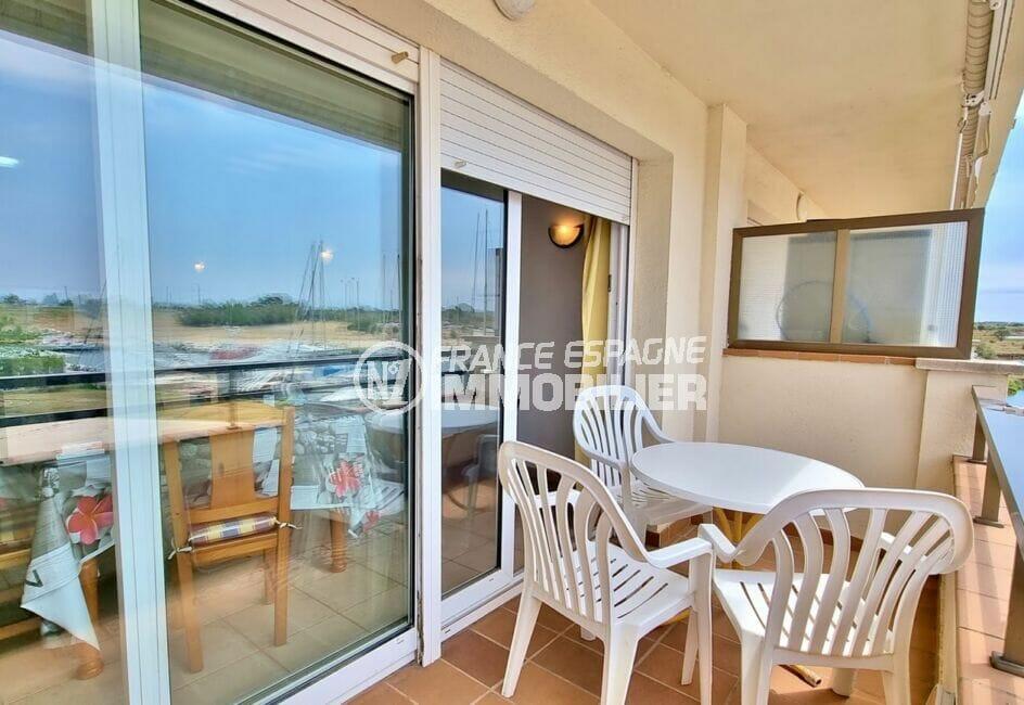 acheter appartement costa brava, 2 pièces 48 m², belle terrasse avec table et fauteuils de jardin