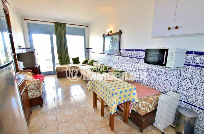 achat appartement costa brava, 2 pièces 39 m², séjour avec balcon, faïence au mur