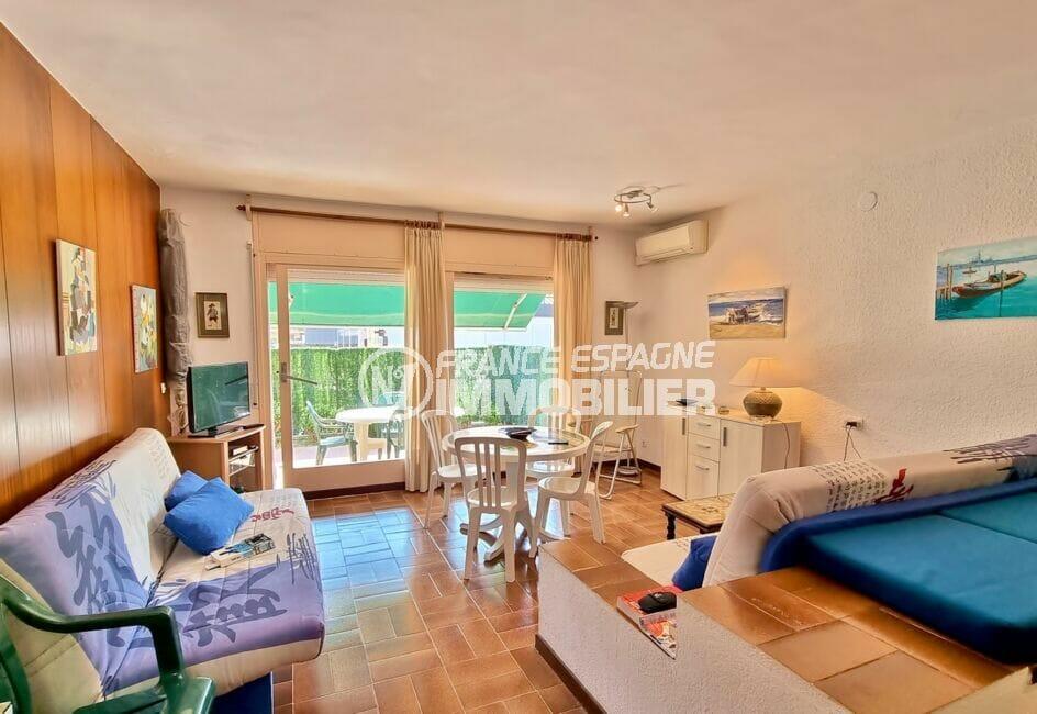 vente appartement rosas: studio 44 m², pièce à vivre lumineuse, climatisation