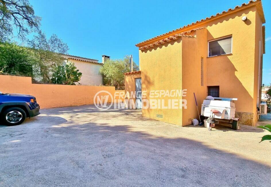 achat maison rosas espagne, 169 m² sur terrain de 420 m², cour intérieure pour 5 à 6 voitures