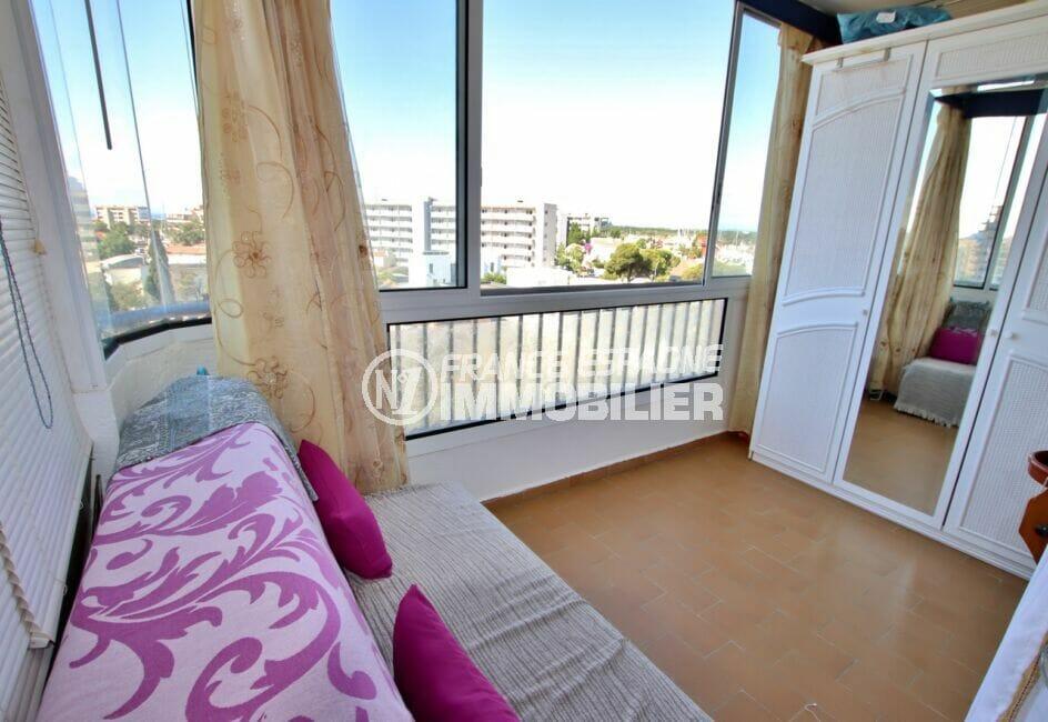 immobilier santa margarita: studio 37 m² vue canal, coin chambre avec canapé lit