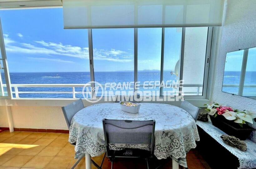 appartement a vendre a rosas, 3 pièces 60 m² front de mer, salle à manger sur la véranda