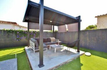 rosas immo: villa 105 m² 3 chambres, petite terrasse aménagée, salon de jardin