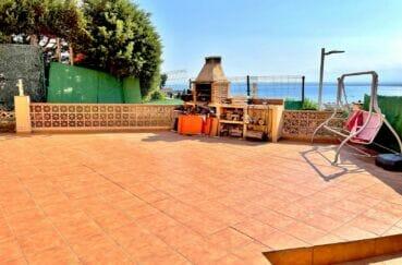 maison a vendre espagne, 136 m² avec 4 chambres, grande terrasse avec barbecue fixe