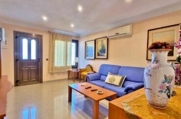 achat maison espagne costa brava, 169 m² sur terrain de 420 m², grand séjour avec climatisation