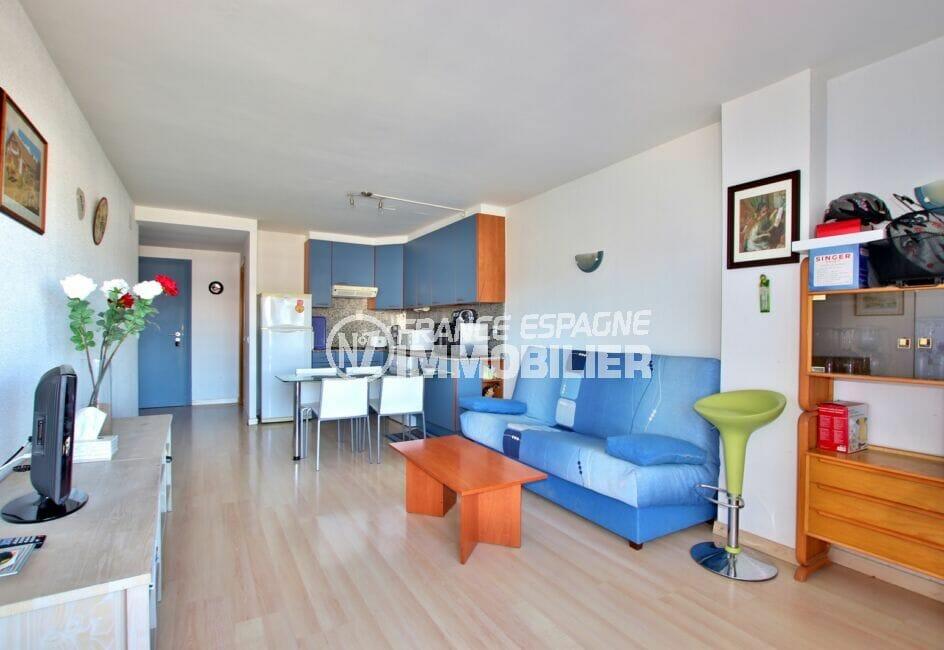 appartement a vendre rosas, 2 pièces 47 m², séjour lumineux avec cuisine ouverte et coin repas