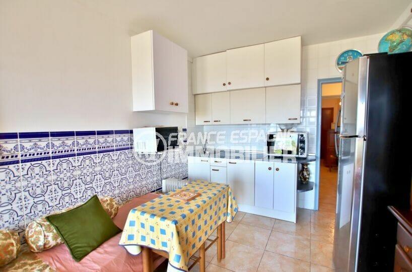 appartement a vendre a rosas, 2 pièces 39 m², coin cuisine aménagé de plaques de cuisson