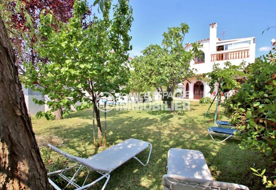 maison à vendre empuriabrava, 4 chambres 165 m², jardin ombragé aux abords du canal