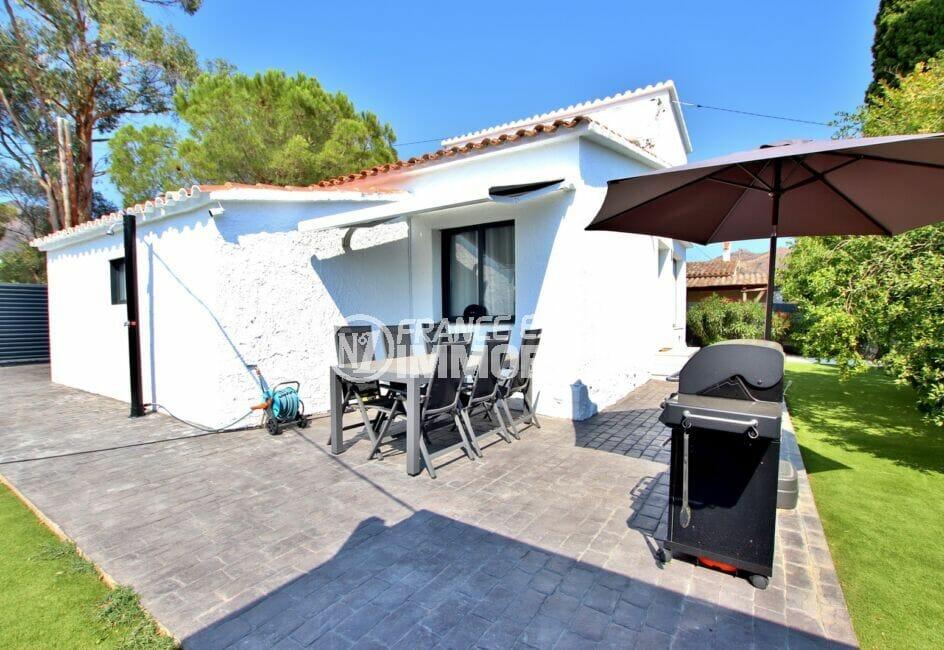 maison a vendre espagne, 105 m² 3 chambre, terrasse avec table et chaises pour le repas