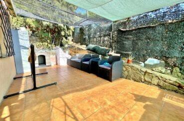 achat maison espagne costa brava, 136 m² avec 4 chambres, terrasse aménagée d'un salon de jardin