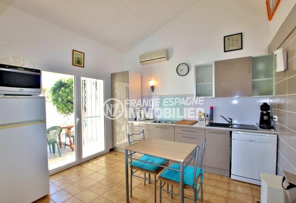 maison a vendre espagne, 55 m² plage à 200m, cuisine ouverte sur séjour et accès terrasse