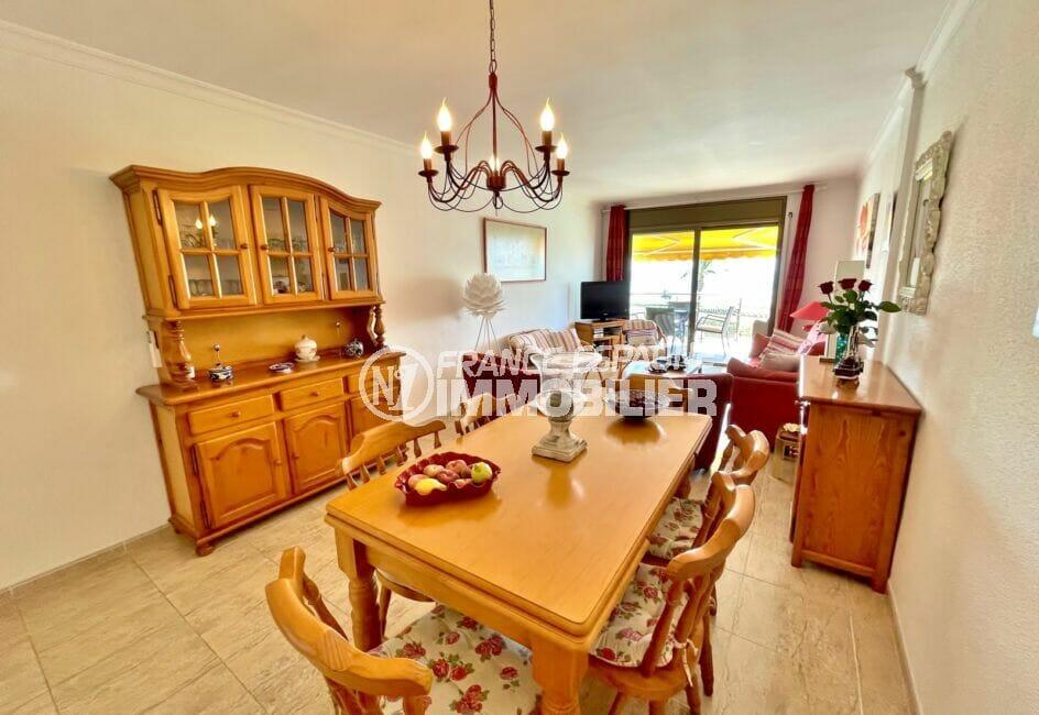appartement à vendre empuriabrava, 128 m² 3 chambres et grand séjour avec coin salle à manger