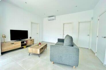rosas immo: villa 105 m² rénovée 3 chambres, séjour lumineux avec climatisation