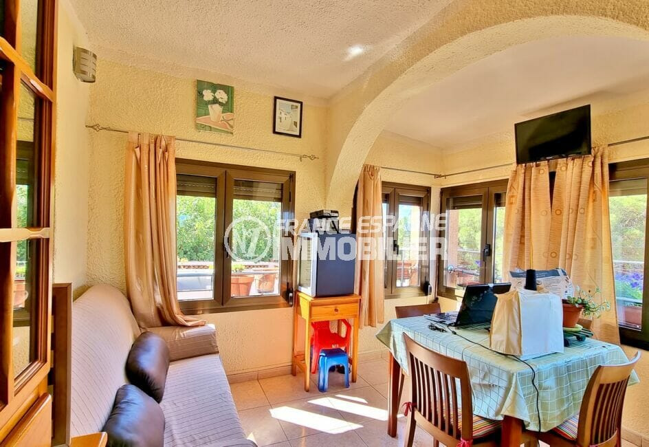 roses espagne: villa 169 m² sur terrain de 420 m², terrasse véranda vue mer