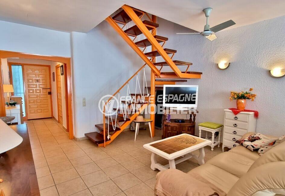 vente immobilière rosas: villa 89 m² avec terrasse solarium, grand séjour avec accès à l'étage