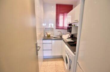appartement à vendre costa brava vue mer, 3 pièces 44 m², cuisine avec rangements, lave-linge