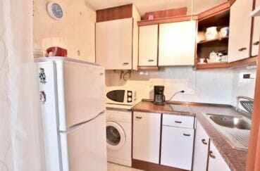 appartement a vendre rosas, 37 m² terrasse vue canal, cuisine avec rangement, branchement lave-linge
