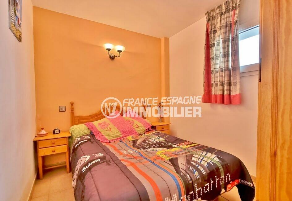 achat appartement rosas, 2 pièces 48 m², chambre à coucher avec applique murale