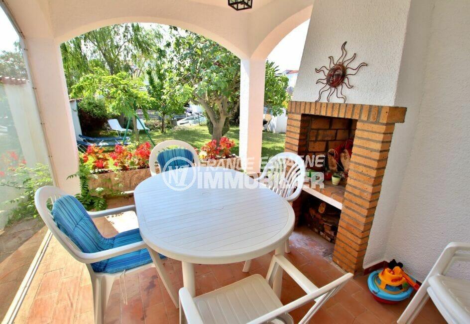 acheter maison empuriabrava, 4 chambres 165 m², terrasse couverte avec cheminée