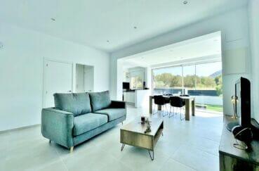 maison a vendre espagne, 105 m² avec 3 chambres, séjour avec accès terrasse solarium