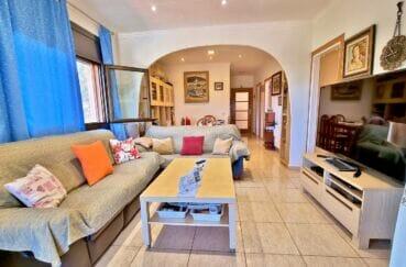 vente maison rosas espagne, 169 m² sur terrain de 420 m², salon et séjour lumineux, exposition sud