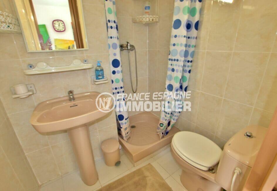 appartement à vendre à rosas espagne, spacieux 37 m², salle d'eau avec douche et wc