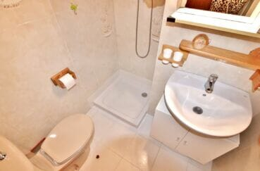 vente appartement rosas, 37 m² terrasse vue canal, salle d'eau avec douche et wc