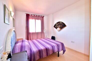 achat appartement costa brava, 2 pièces 47 m², chambre mur blancs et lit double