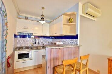 vente appartement empuriabrava, 2 pièces 45 m², séjour avec climatisation et cuisine ouverte