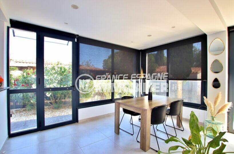 achat maison rosas, 105 m² 3 chambres, séjour avec de grandes baies vitrées