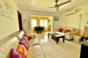 achat villa costa brava, 136 m² avec 4 chambres, salon avec ventilateur au plafond