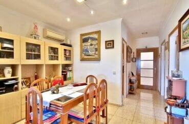 achat maison rosas, 169 m² sur terrain de 420 m², séjour avec son coin repas