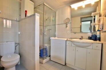 vente immobilière rosas: villa 55 m² plage à 200m, salle d'eau avec toilettes intégrées