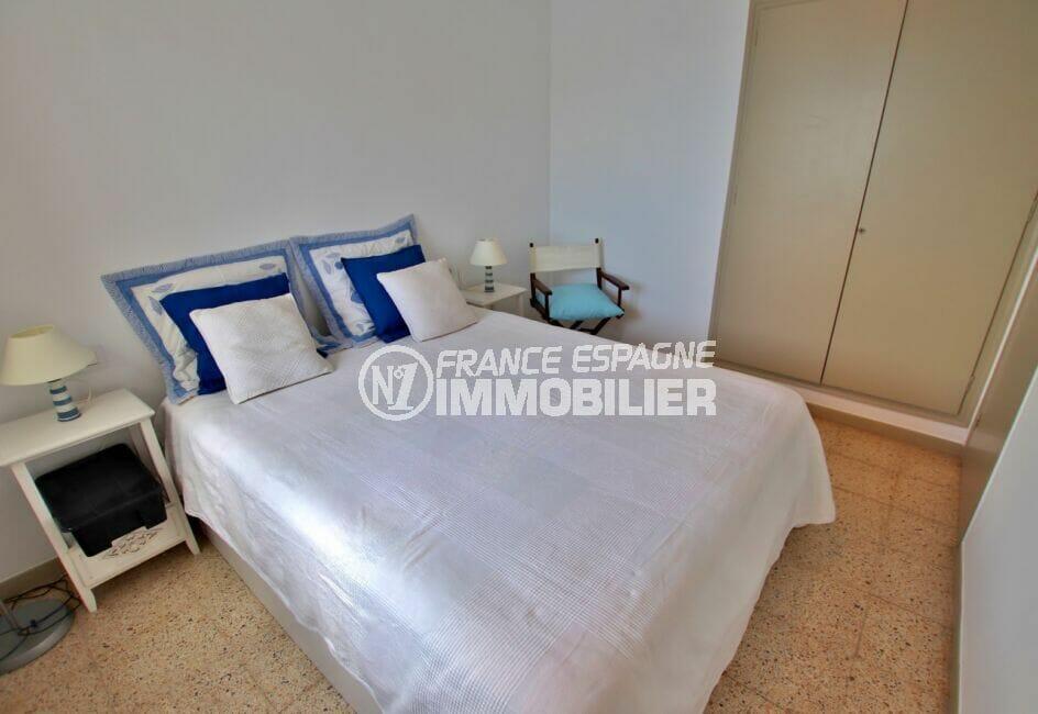 immobilier costa brava vue mer: 3 pièces 44 m² terrasse, chambre avec lit double, penderie