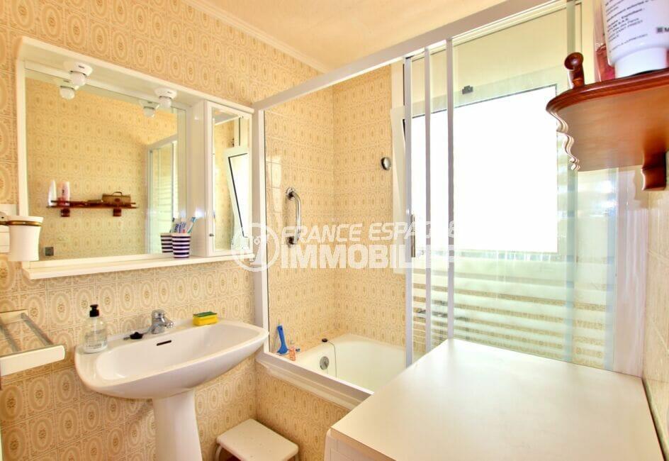 achat appartement costa brava, 2 pièces 55 m², salle de bain avec baignoire, porte en verre