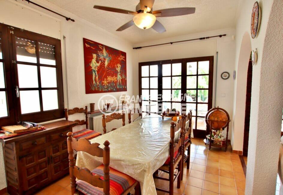 achat maison empuriabrava, 4 chambres 165 m², grande salle à manger accès terrasse