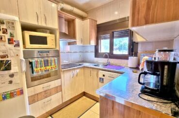 achat maison roses espagne, 169 m² sur terrain de 420 m², cuisine indépendante aménagée et équipée