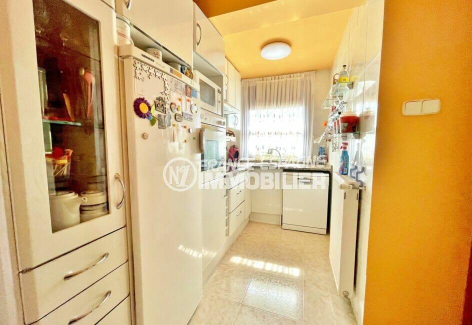 la costa brava: villa 136 m² avec 4 chambres, cuisine indépendante aménagée et équipée